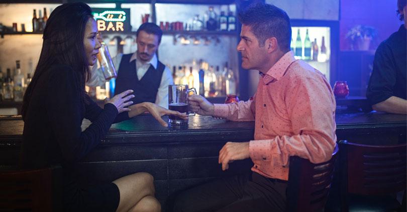 Ein Date in der Bar? 7 nützliche Tipps vom Barkeeper